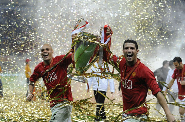 http://soccerati.com/wp-content/uploads/2009/08/soccerati-da-hasselbaink-ronaldo-and-wes-brown-with-champions-league-trophy.jpg